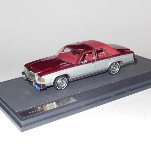 Matrix MX20603-402 Ford LTD Crown Victoria Red