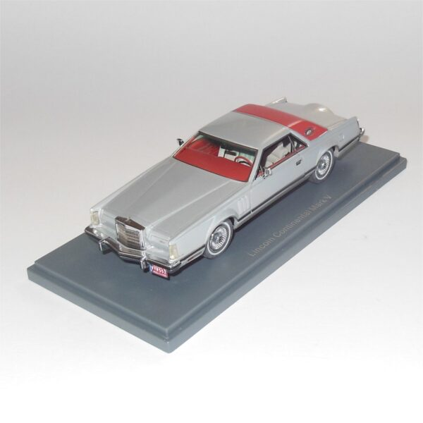 Neo Model 43554 Lincoln Continental Mark V Red Silver
