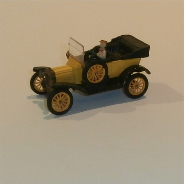 Corgi Classics 9013 1915 Model T Ford Yellow Sedan