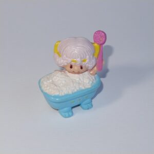 Strawberry Shortcake 1982 Angel Cake in Bubble Bath PVC Figurine