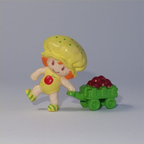 Strawberry Shortcake 1982 Apple Dumplin Pulling a Cart of Apples PVC Figurine