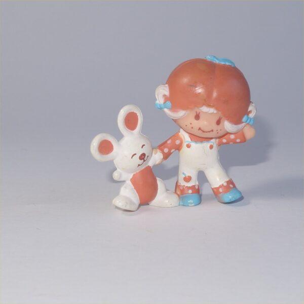 Strawberry Shortcake 1982 Apricot with Hopsalot Bunny Dancing PVC Figurine