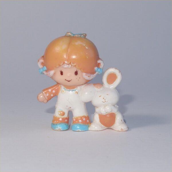 Strawberry Shortcake 1981 Apricot with Hopsalot Bunny PVC Figurine