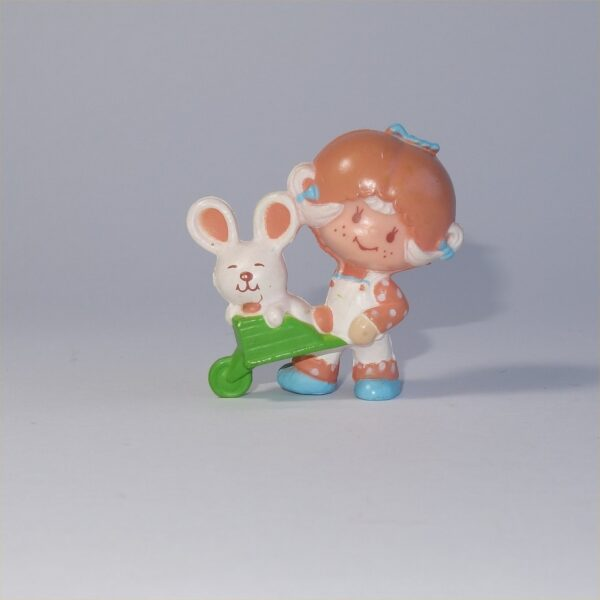 Strawberry Shortcake 1982 Apricot with Hopsalot in a Wheelbarrow PVC Figurine